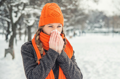 Hoida nenaa flunssan iskiessa tytto niistaa