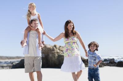 Ihon_hoito, perhe hiekkarannalla