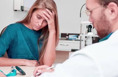 Migreenipotilas lääkärin-vastaanotolla