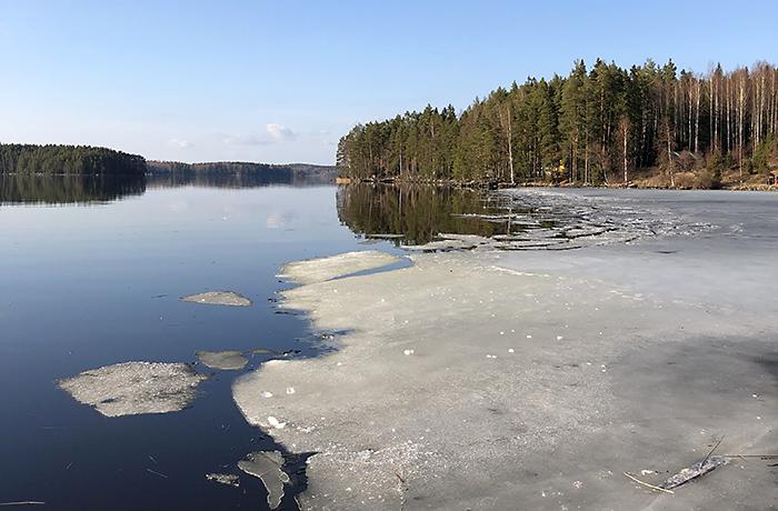 Maisema Liisa Rautialan juurilta Karkusta.