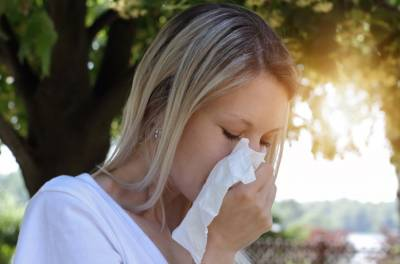 Näin-lievität-kausiallergian-oireita